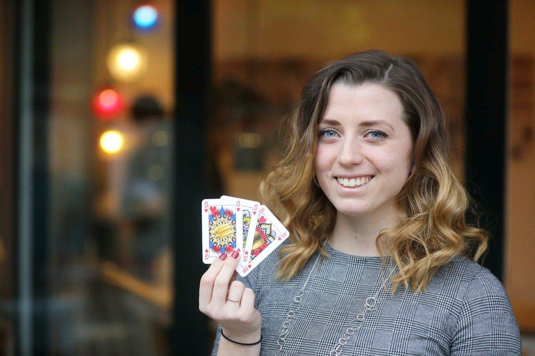 德撲趣聞:撲克牌也要性別平等 她用金銀銅取代KQJ引發搶購